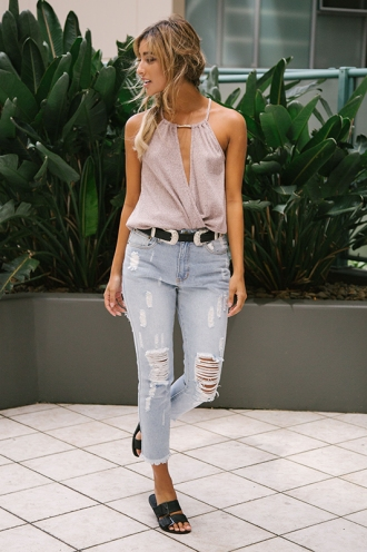 Hannah Ripped Mom Jeans - Light Blue