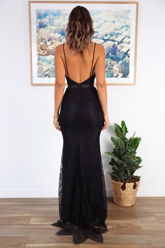 Lady in Lace Dress - Black